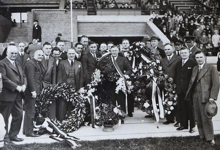 Reynolds bij een kampioenschap van Ajax, waarschijnlijk tijdens de gouden periode in de jaren dertig Beeld .