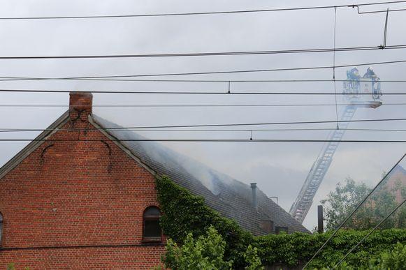 De schade aan het leegstaande pand is groot. De woning werd regelmatig gekraakt.