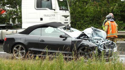 Audi cabrio verhakkeld na aanrijding