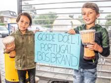 Levi (9) en Sepp (8) uit Zwolle trommelen vingers blauw voor slachtoffers bosbranden Portugal