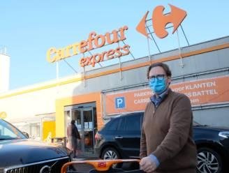 """Supermarkt plakt koperstickers op winkelkarren en handvaten: """"Zelfreinigende werking helpt tegen corona"""""""