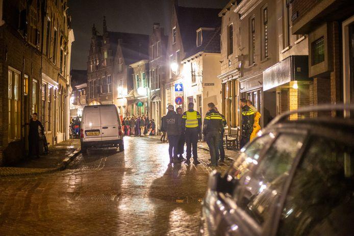 Politie in actie in Oudewater in februari van dit jaar.