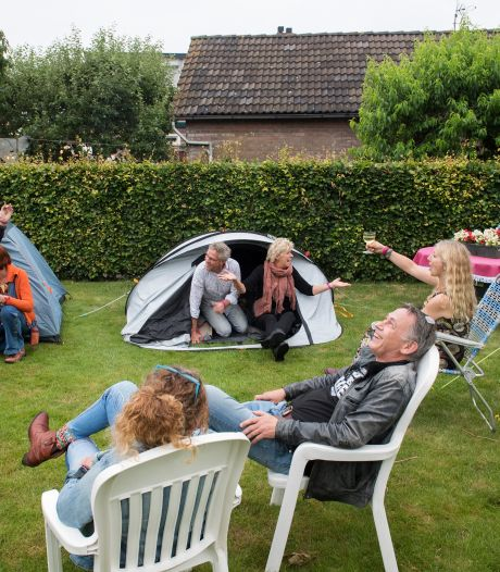 Rob hield zijn eigen Down The Rabbit Hole in de achtertuin: 'Iedereen was razend enthousiast'