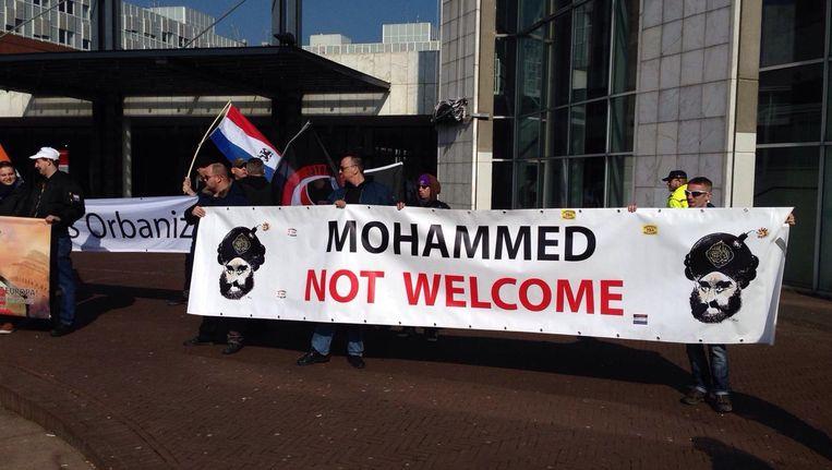 Tijdens de demonstratie in Amsterdam bleken de oude denkbeelden nog springlevend Beeld Maarten van Dun