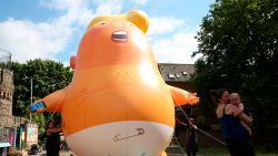 """""""Baby Trump""""-protestballon vliegt over Londen"""