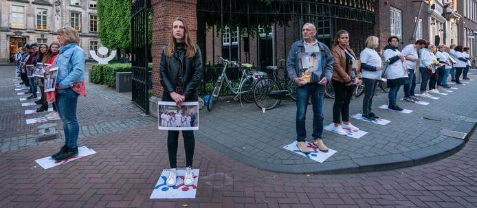 In het centrum van Den Bosch vormden honderden mensen die een dierbare aan kanker verloren hadden een lint.