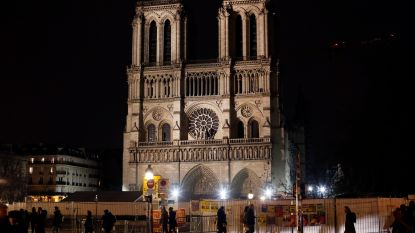 """Aartspriester Notre-Dame: """"50 procent kans dat kathedraal niet gered kan worden"""""""
