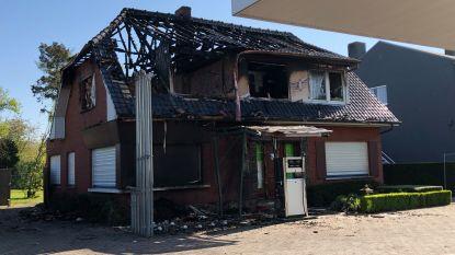 """Buurt reageert geschokt na dodelijke brand: """"Tapijt zat vol schroeiplekken. Maar Carlie dacht dat het brandveilig was"""""""