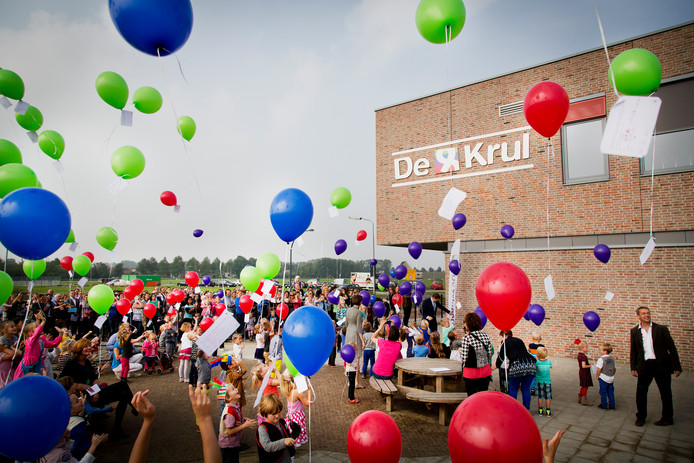 Ballonnen oplaten, zoals hier bij brede school De Krul, mag binnenkort niet meer in Goes.