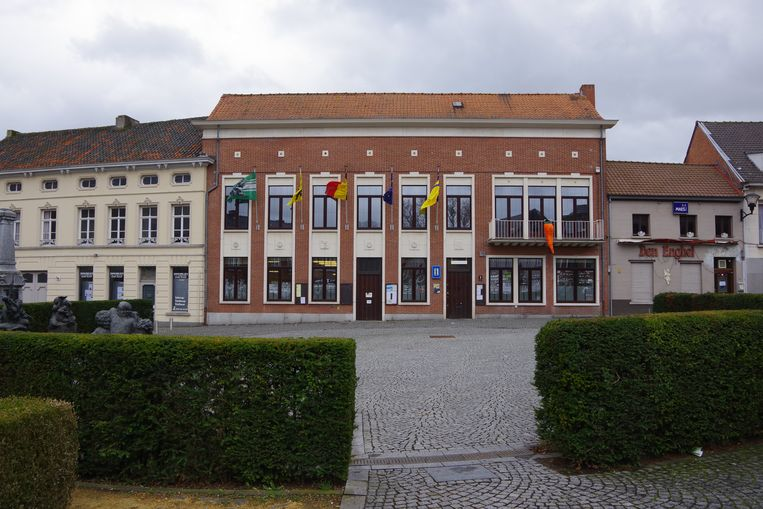 Het gemeentehuis van Waasmunster krijgt een nieuwe bestemming als de plannen van het bestuur voor de bouw van een nieuw administratief centrum doorgaan.