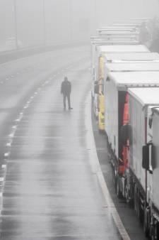 Arme vrachtwagenchauffeurs in Dover, speelbal van de wereldgeschiedenis