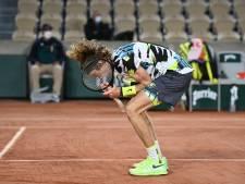 Roeblev wankelt, maar overleeft eerste ronde in Parijs