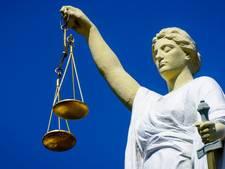 Werkstraf voor vrouw die agent, conducteur en opa mepte