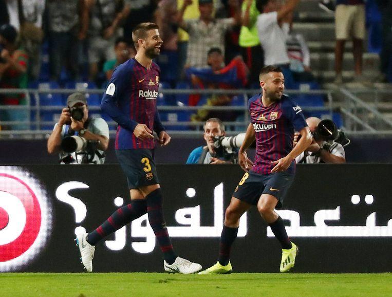 Lachende gezichten bij Piqué en Alba na de 1-1.