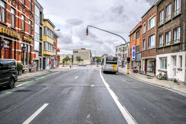 De Consciencestraat krijgt nieuwe rode fietspaden in beide richtingen. De busstrook verdwijnt er.