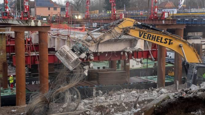 Huzarenstukje: afbraak historische Bergwijkbrug tot goed einde gebracht, R4 kan maandag weer open
