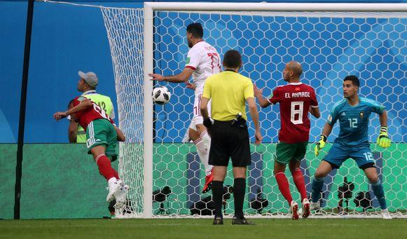 Bouhaddouz kopte de bal in eigen doel.
