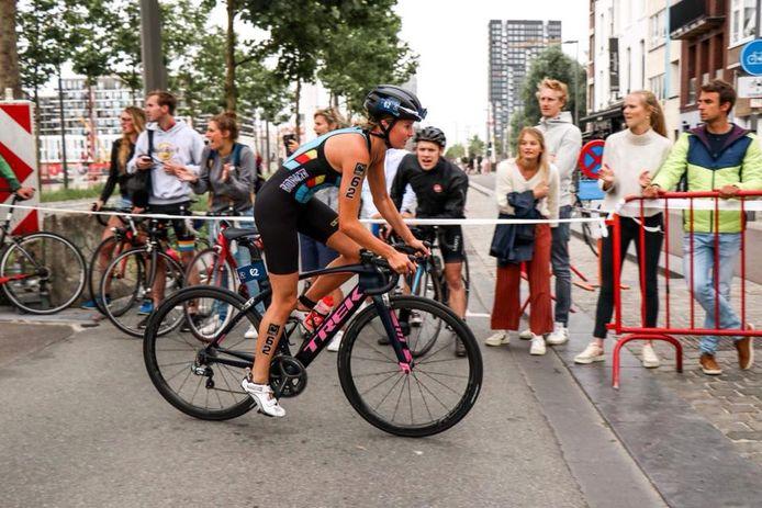 Hanne De Vet wordt één van de speerpunten van het vernieuwde team van Marc Herremans dat de naam Athletes for Hope meekreeg. Naast triatleten maken ook cyclocrossers en bmx'ers deel uit van het team.