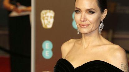 Angelina Jolie gaat tegen haar zin weer acteren en daar heeft de scheiding van Brad Pitt veel mee te maken