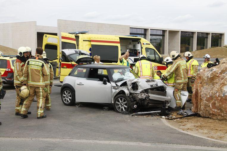 De bestuurder werd kort verzorgd ter plaatse en daarna naar het ziekenhuis gebracht.