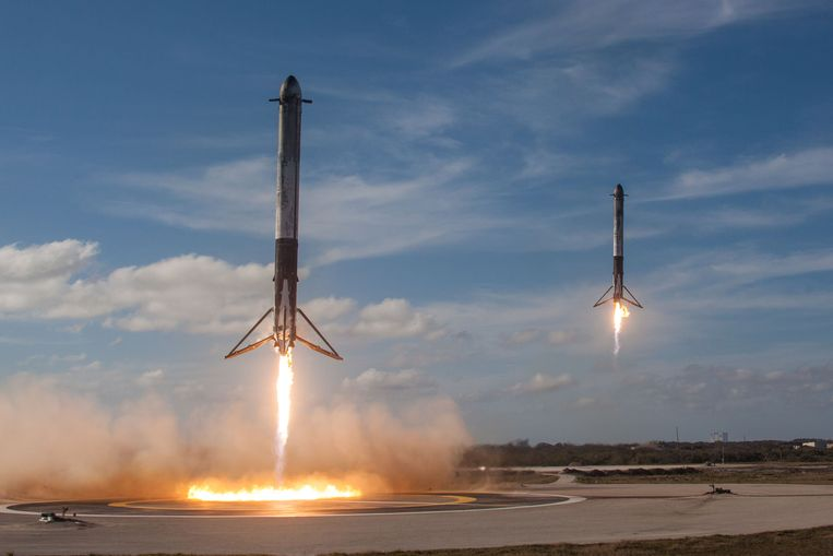 De Falcon Heavy raket - die op z'n staart kan landen  - krijgt flink wat schokken te verwerken. Schokdempers die gebruik maken van principes uit de origamivouwkunst kunnen die mogelijk gaan opvangen. Beeld Reuters