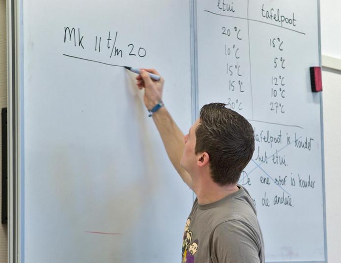 Het is de bedoeling dat de tieners op deze manier ontdekken hoe het is om les te geven in het basis- of voortgezet onderwijs.