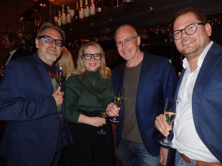 Rob Udo, voormalig Telegraafman, modecoryfee Fiona Hering, en Kees Saton en Bart Tanke van Saton Optiek. Met grote, aanwezige brillen. Beetje passé. Beeld Schuim