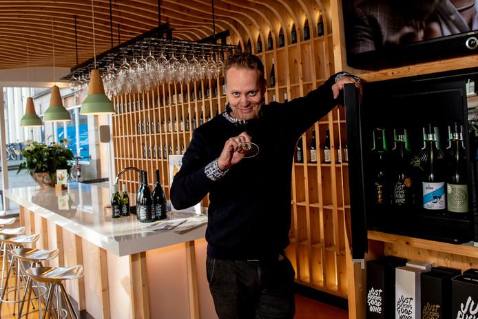 De Zutpghense biowijnondernemer Derrick Neleman streeft naar minimaal vier Nederlandse vestigingen.