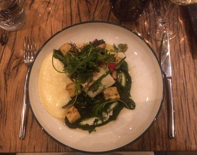 Kabeljauw met mousseline, spinazie, shiitake, gele courgette en gekonfijte aardappel.