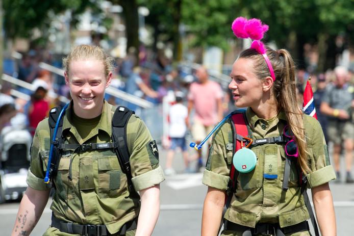 Er doen ook een hoop militairen mee aan de Vierdaagse.