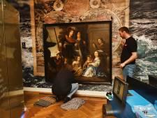 Kinderen van zeeheld Tromp zijn terug in Brielle: 'Fijn dat het schilderij hier een permanente plek heeft'
