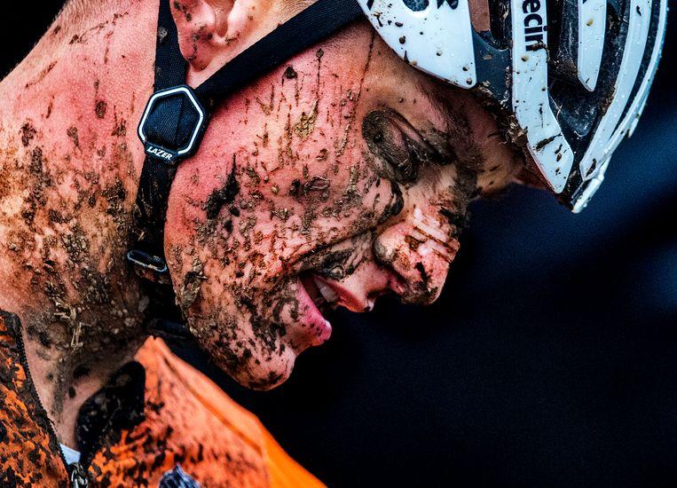 Mathieu van der Poel prolongeert zijn wereldtitel.  Beeld Klaas Jan van der Weij / de Volkskrant