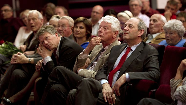 PvdA-prominenten Wouter Bos, Wim Kok en Job Cohen (VLNR) tijdens de viering van het 65-jarige bestaan van de sociaaldemocraten, op 1 mei 2011 in Zwolle. Beeld anp