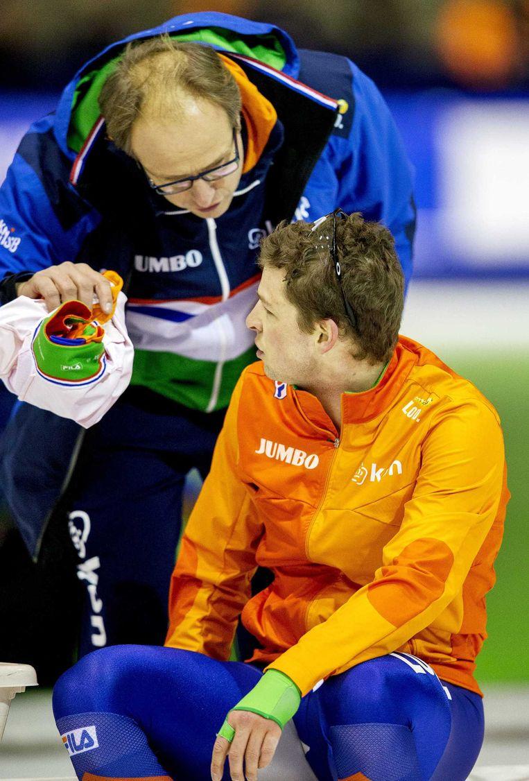 Sven Kramer met coach Jac Orie na zijn race op de 5000 meter bij de World Cup Schaatsen. Beeld anp