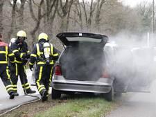 Bestuurster merkt brand op in auto tijdens rijden