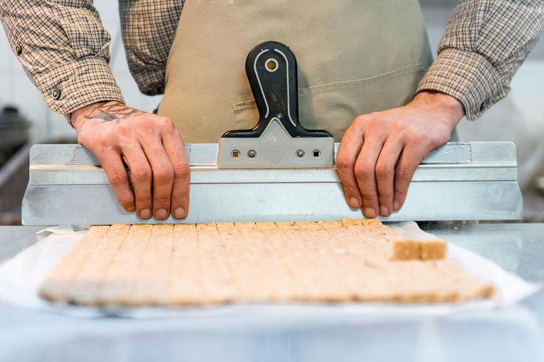 Karel Goudsblom: 'Ik heb door mijn ervaring in de keuken een fijnere smaak ontwikkeld dan de meeste bakkers' Beeld Marijke Stroucken