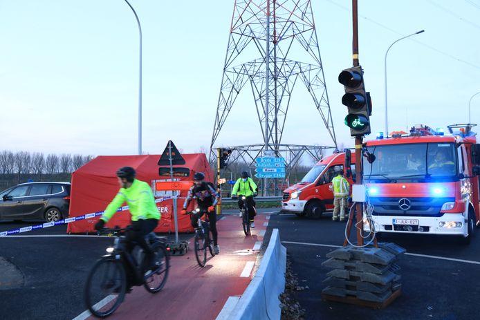 Door de werken moeten fietsers tijdelijk in beide richtingen over het fietspad aan de westkant van het viaduct.