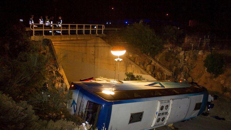 Hulpdiensten bij het busongeval in de Algarve. Beeld epa
