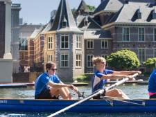 Haagse Studenten roeien op de Hofvijver om geld op te halen voor MS Fonds