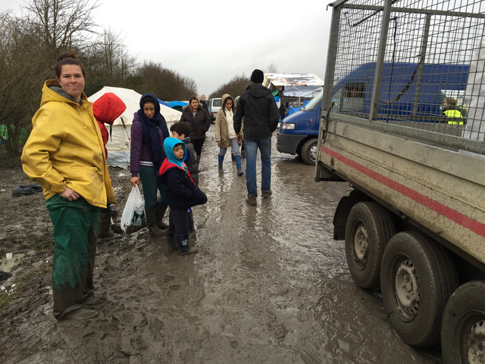 Susannah Koppejan ging begin 2016 meerdere keren met de Kledingbank Zeeland op hulptransport naar het vluchtelingenkamp in Duinkerke. Ze brachten kleding en dekens, en hielpen ook de omstandigheden voor de vluchtelingen wat draaglijker te maken.