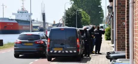 Wapens, munitie en harddrugs gevonden in Sluiskil bij onderzoek naar overlastgevende jongeren