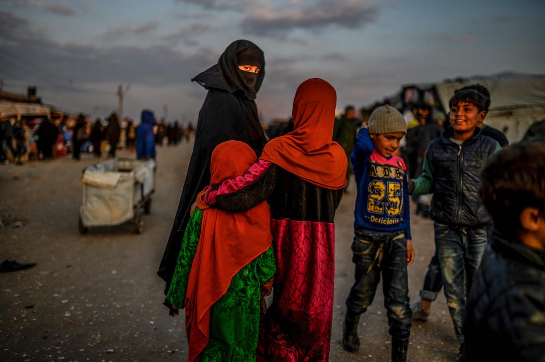 In het Syrische vluchtelingenkamp Al-Hol zitten 70.000 mensen dicht op elkaar.'Social distancing is er onmogelijk. Er is geen medische zorg en hygiëne is een illusie.'