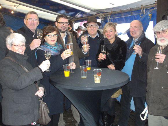 De inwoners van Maarkedal hebben gisteren al het glas geheven op het nieuwe jaar.