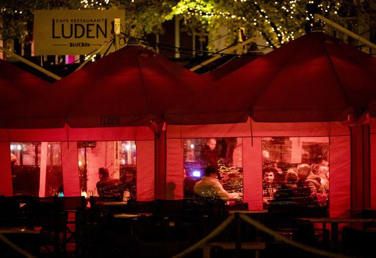 Horecagasten bij cafe Luden op het Plein in Den Haag. Beeld ANP