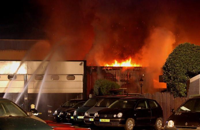 Er waren meerdere brandweerkorpsen nodig om het vuur te blussen.