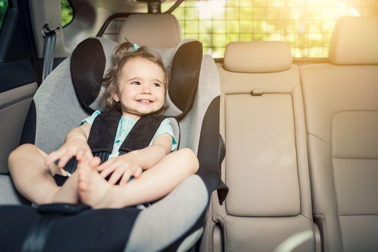 In een op de vijf gezinnen worden kinderen niet vastgeklikt met een veiligheidsgordel tijdens het rijden.