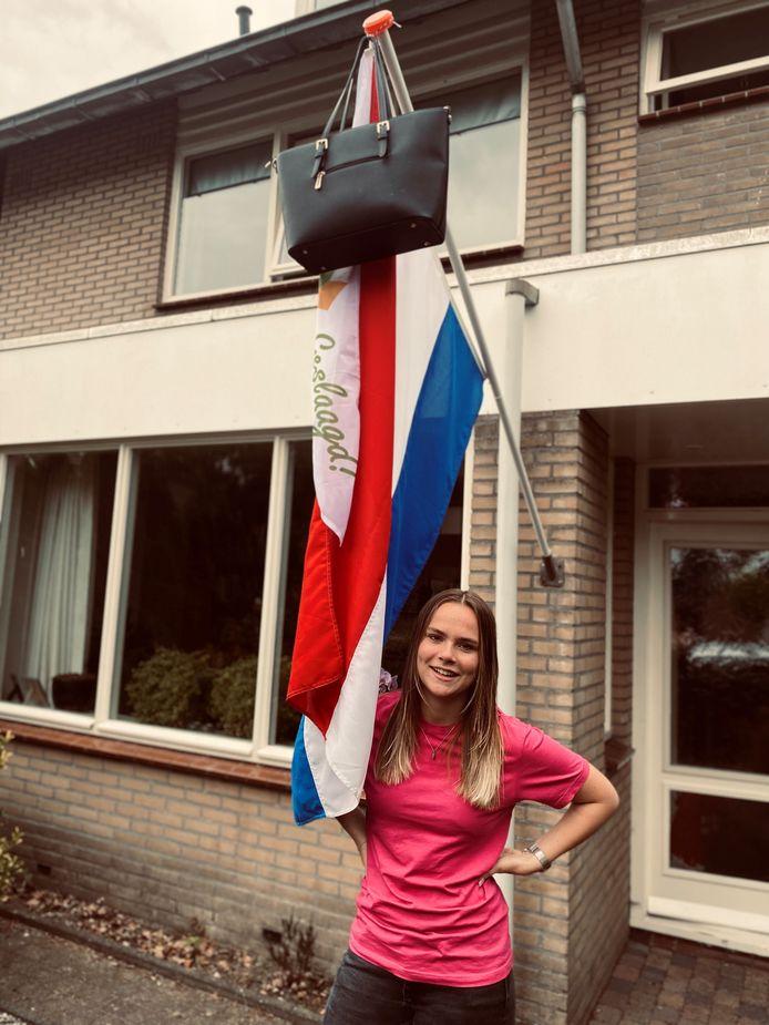 Anne Sibbing beschikt sinds vandaag over een vmbo basis-diploma. Ze behaalde die aan het Van Kinsbergencollege in Elburg en het RSG in Epe.