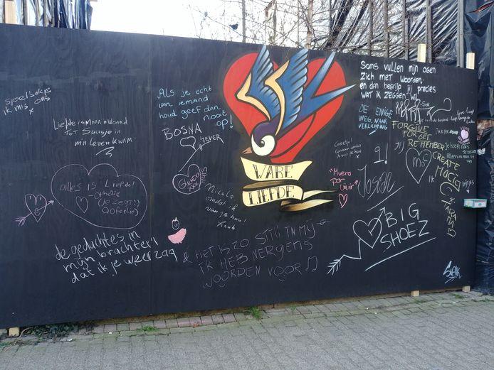 De liefdesmuur aan de Besterdring in Tilburg