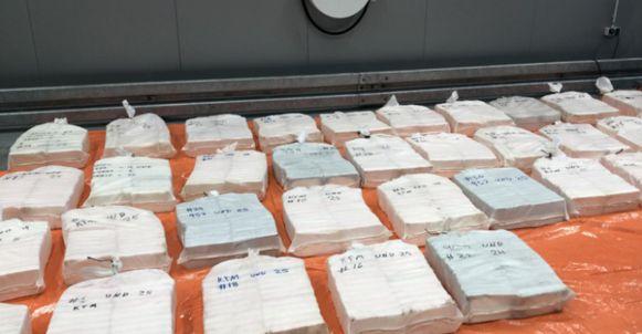 Maandag werd ook al ruim 800 kg cocaïne bestemd voor Antwerpen onderschept door de nederlandse douane.