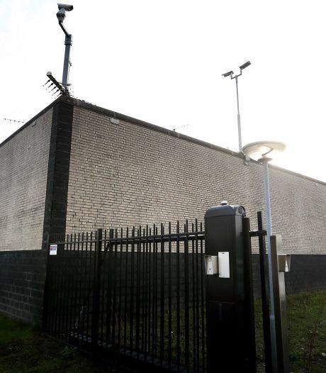 Stapel kleding die man (20) uit Meppel bij gevangenis brengt, blijkt verborgen inhoud te hebben